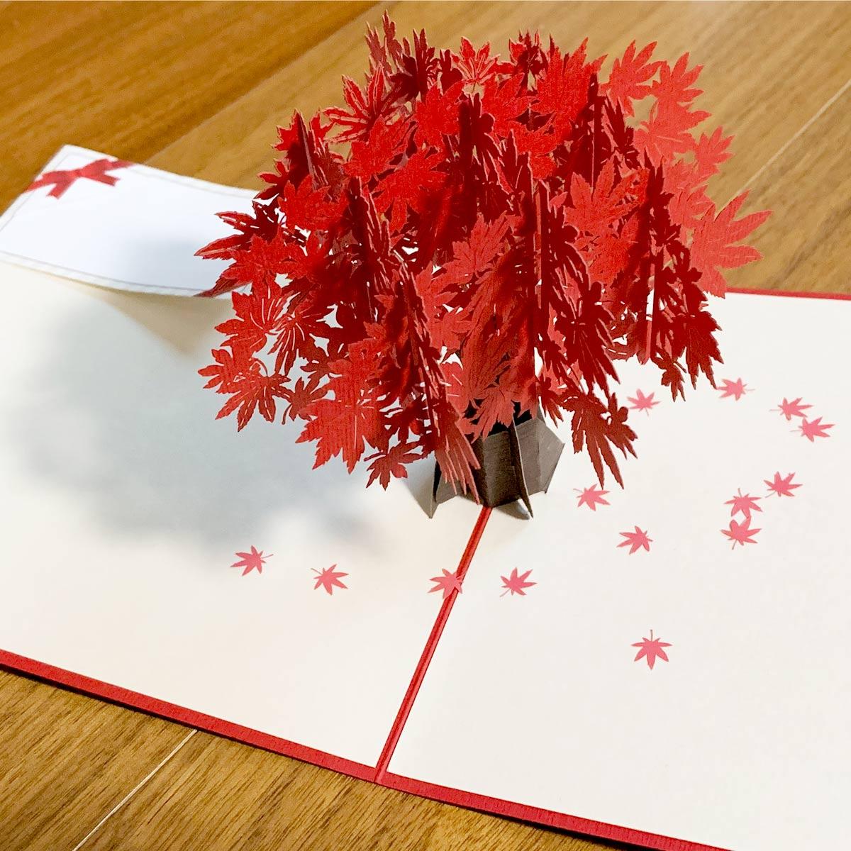 送り手のセンス炸裂! 落ち葉が舞うメッセージカードですてきなお便りを……