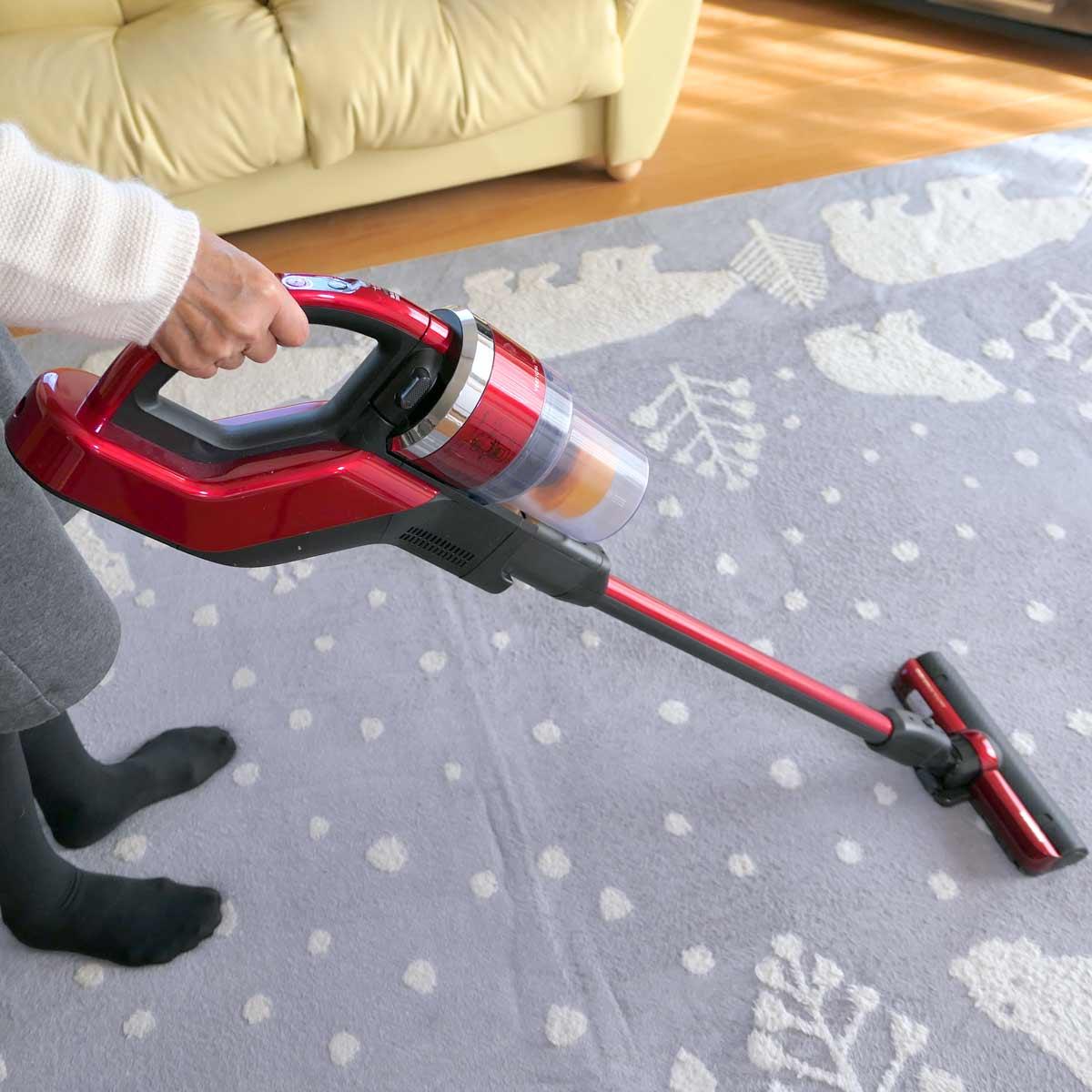 子育て家庭やペットのいる家に激推し! 東芝のスティック掃除機「トルネオV コードレス」