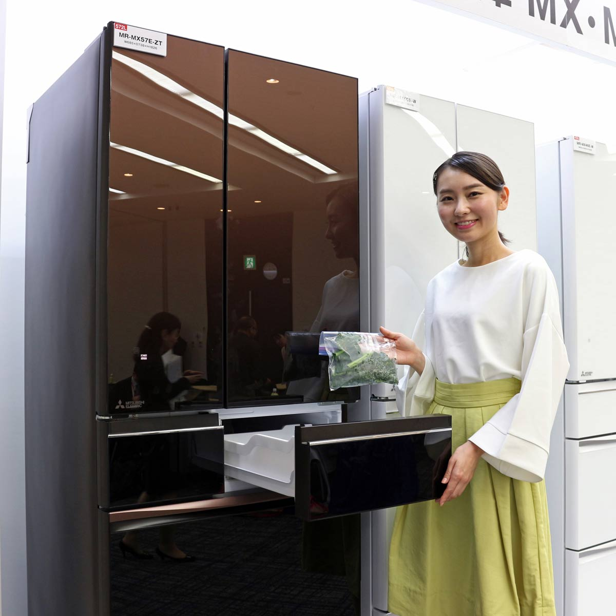 AI機能を搭載! 三菱電機の新・冷蔵庫で「切れちゃう瞬冷凍」はどう進化した?