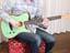 エレキとアコギが合体! Fenderの新感覚ギターをストラト使いが弾いてみた