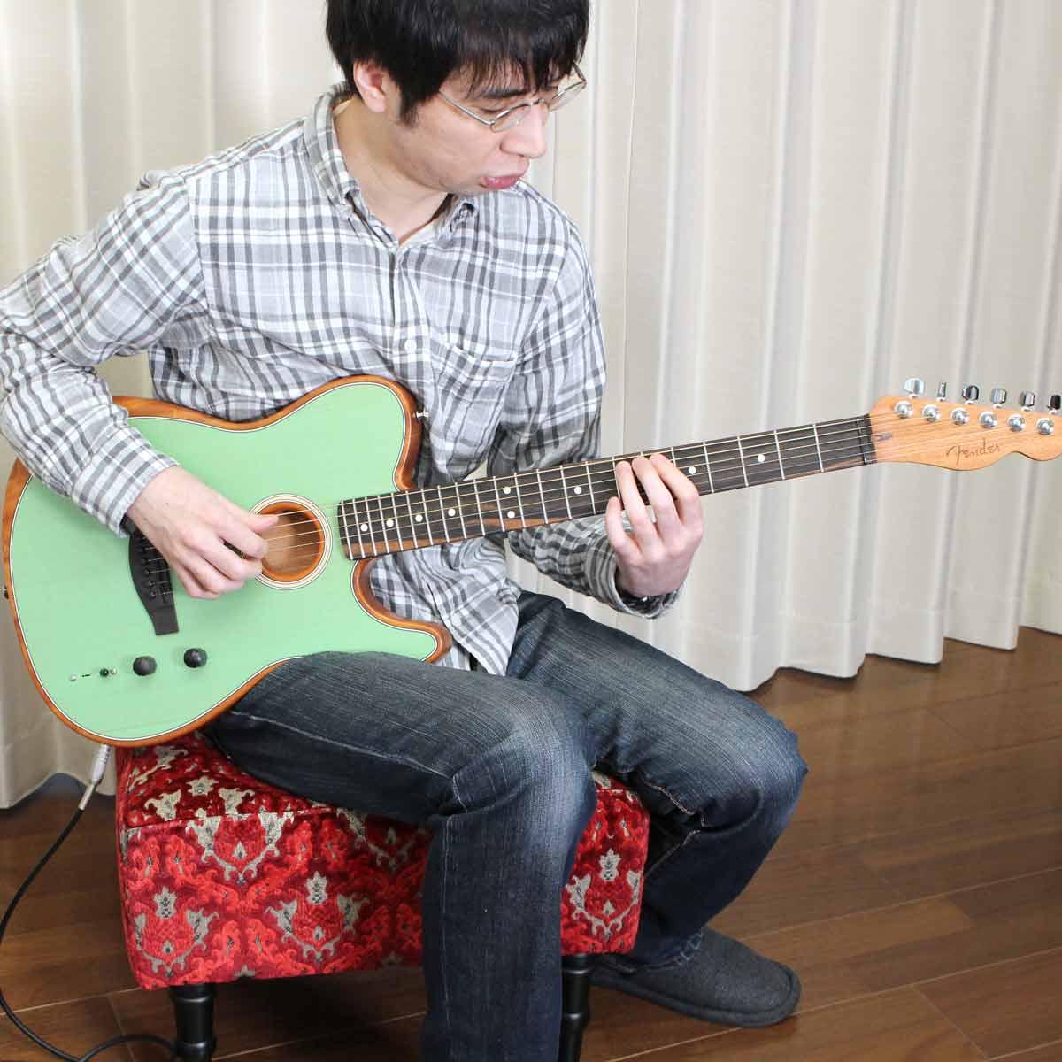 エレキとアコギが合体! Fenderの新感覚ギター「Acoustasonic」をストラト使いが弾いてみた