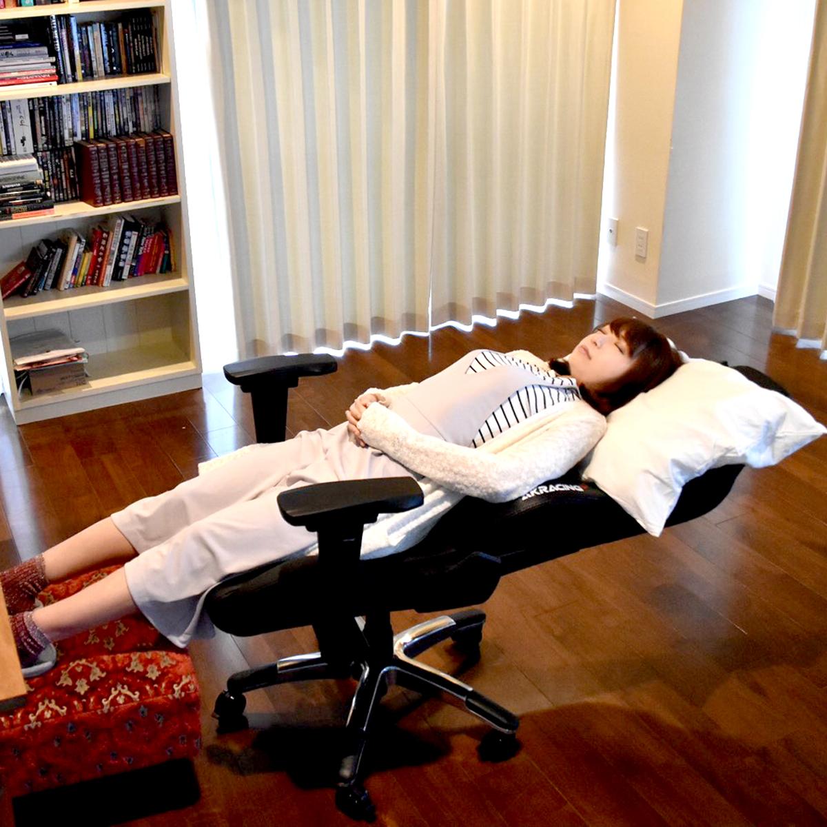180°リクライニングでぐっすり睡眠もOK? 最上位ゲーミングチェアが極上の使い心地