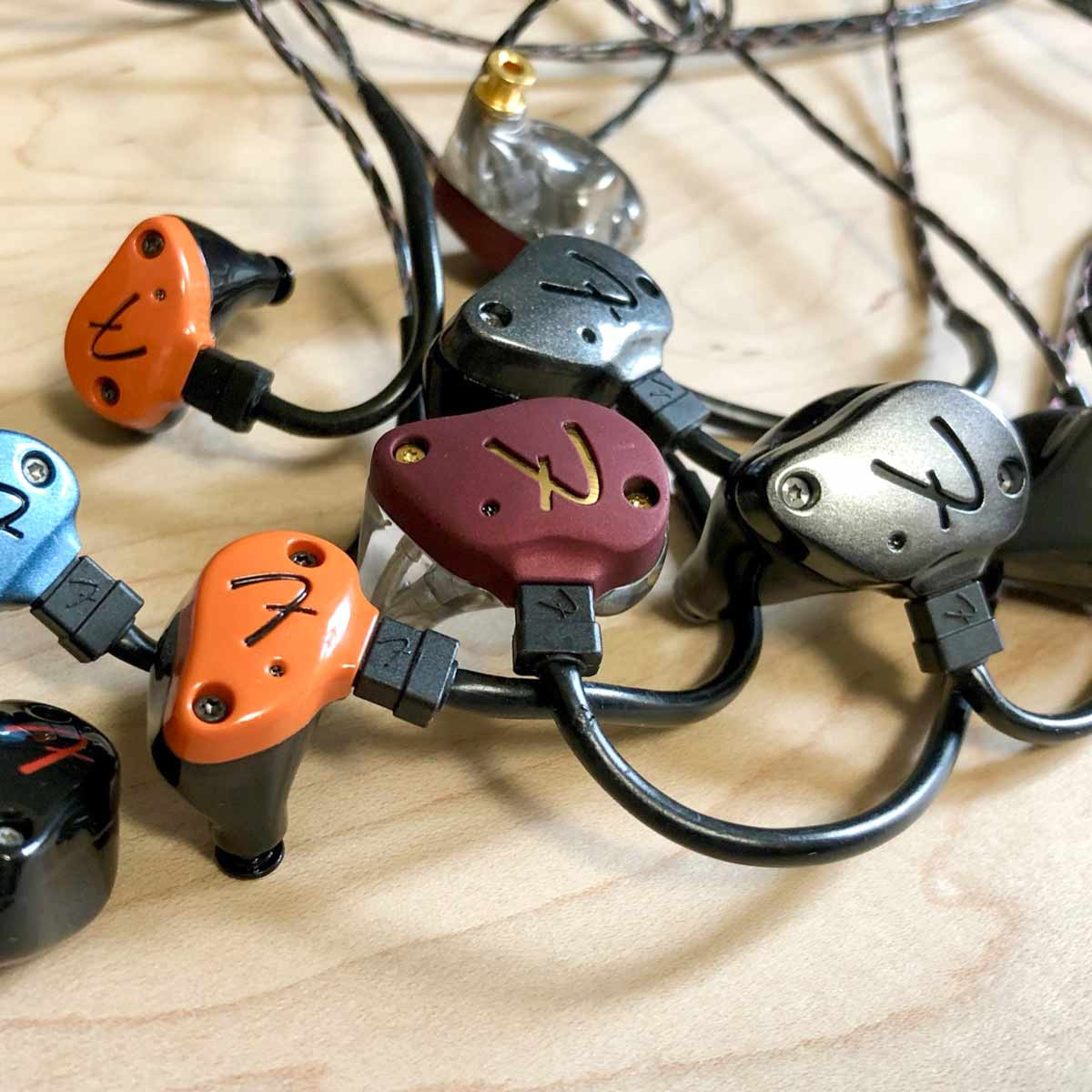 Fenderイヤホン「Pro IEM」徹底レビュー! 全7機種をFenderゆかりの名曲で聴く