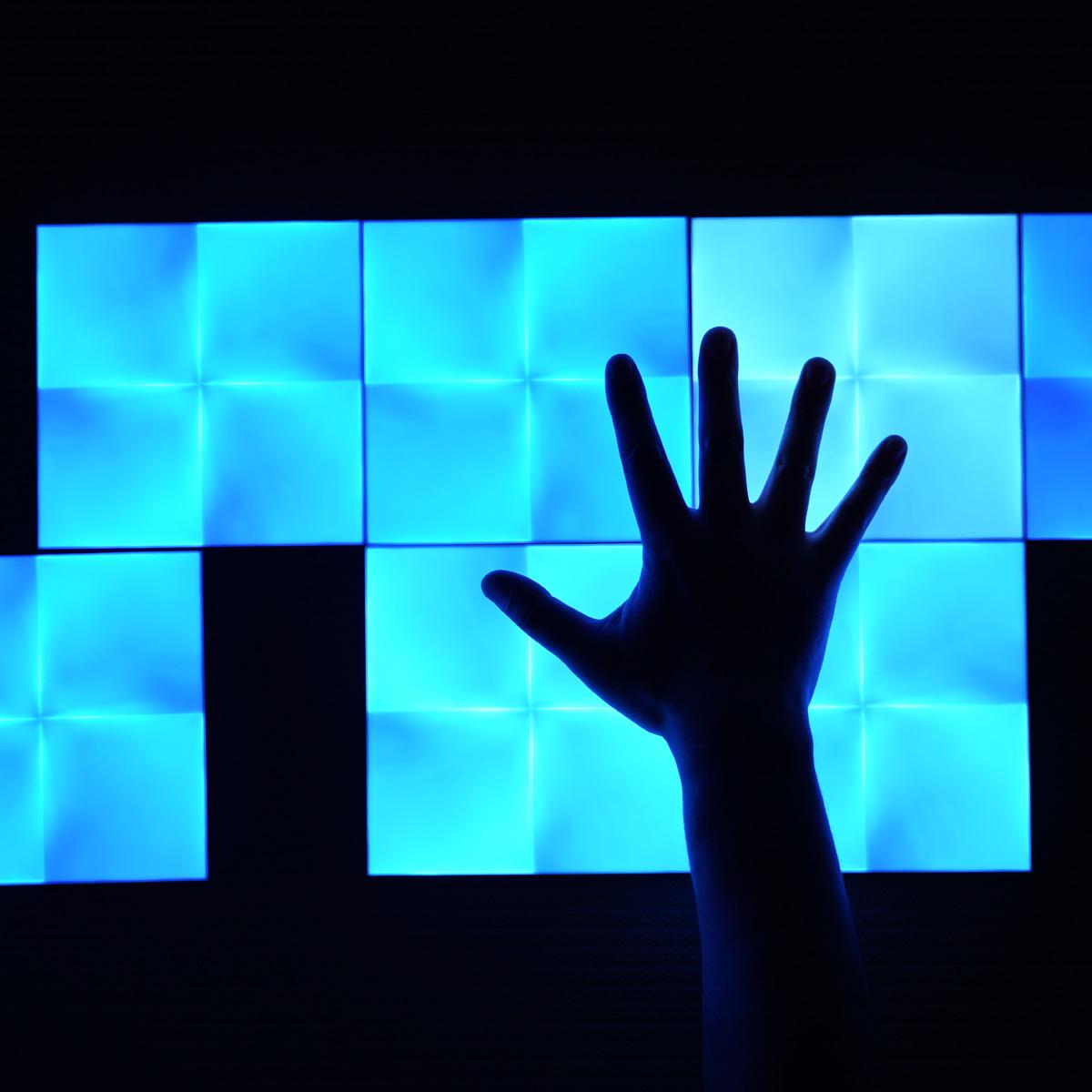 音楽とシンクロする未来感マックスのLEDパネル「Nanoleaf Canvas」レビュー