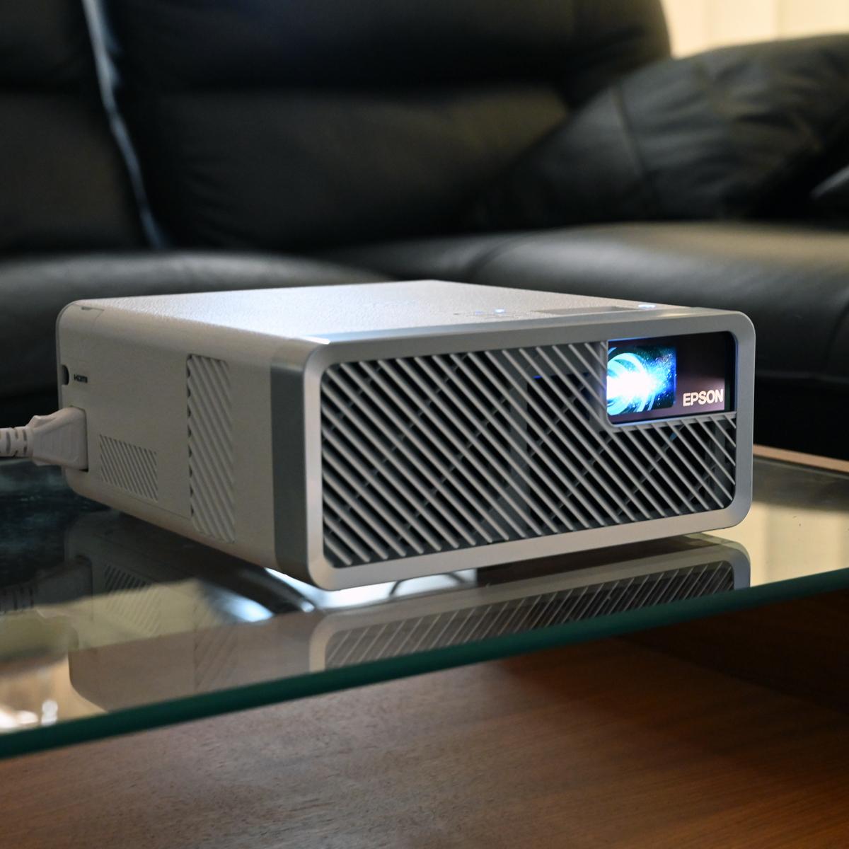 本体にAmazon Fire TV Stickを格納できるエプソンの新機軸プロジェクター「EF-100」
