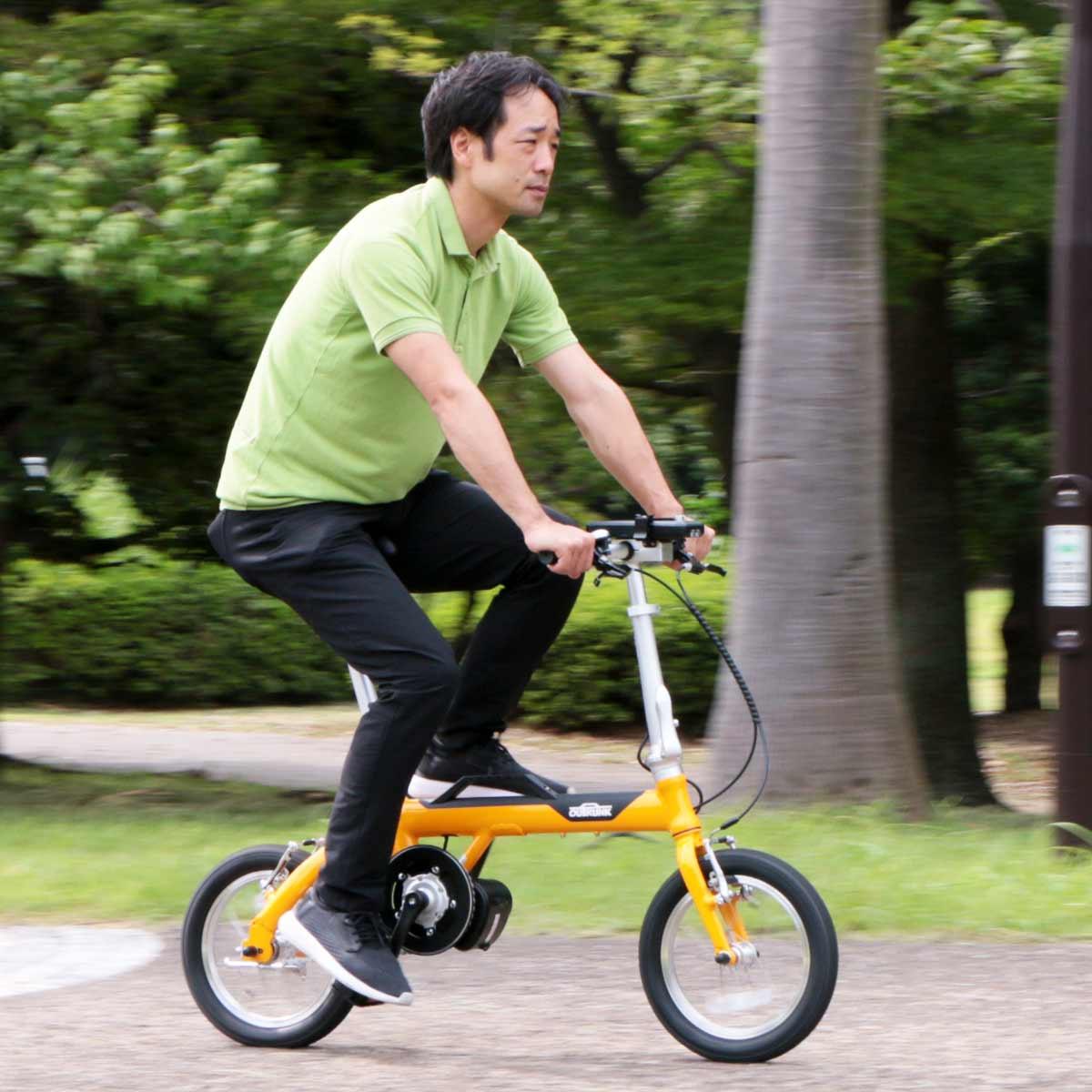 30秒かからずに輪行準備完了! モバイルバッテリーで走る電動アシスト自転車「アウトランクe」