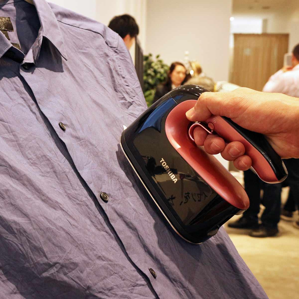コードレスタイプの衣類スチーマーも進化!すべりやスチームの広がりが向上した東芝「La・Coo s」