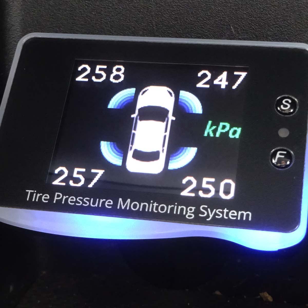高速道路トラブルの1位はタイヤ! 「空気圧モニター」で事故は未然に防げる