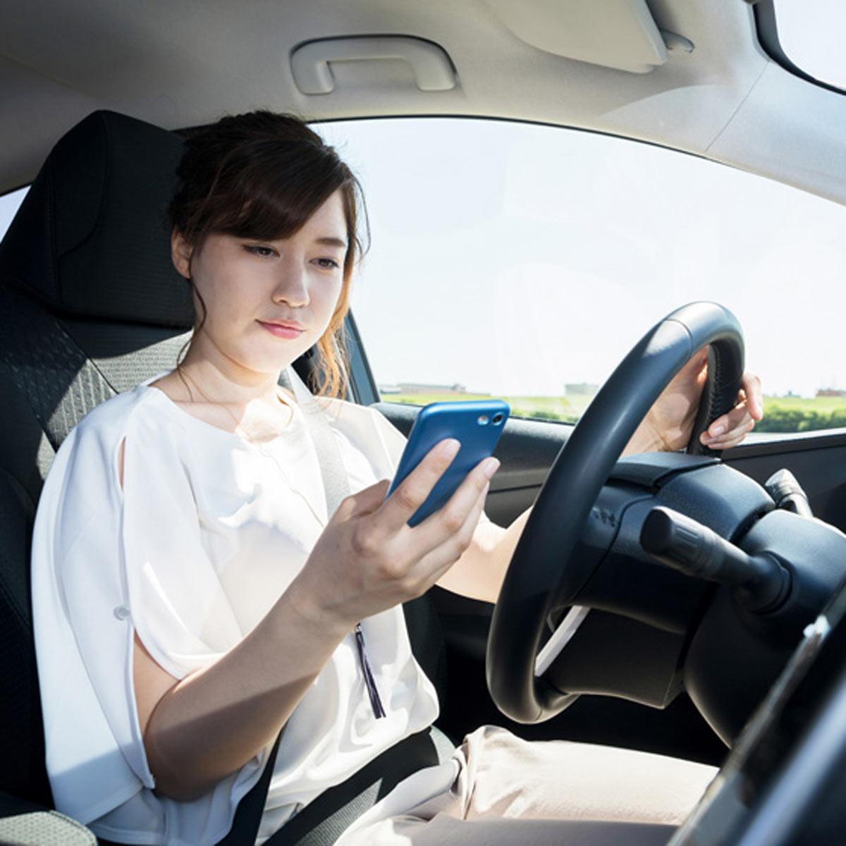 罰則強化の「ながら運転」はどこまでが「ながら」? 食事や化粧は?