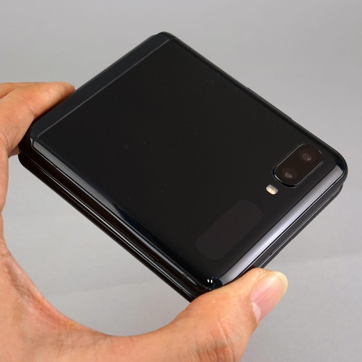 コンパクトに折りたためるスマホ、サムスン「Galaxy Z Flip SCV47」1週間使用レポート