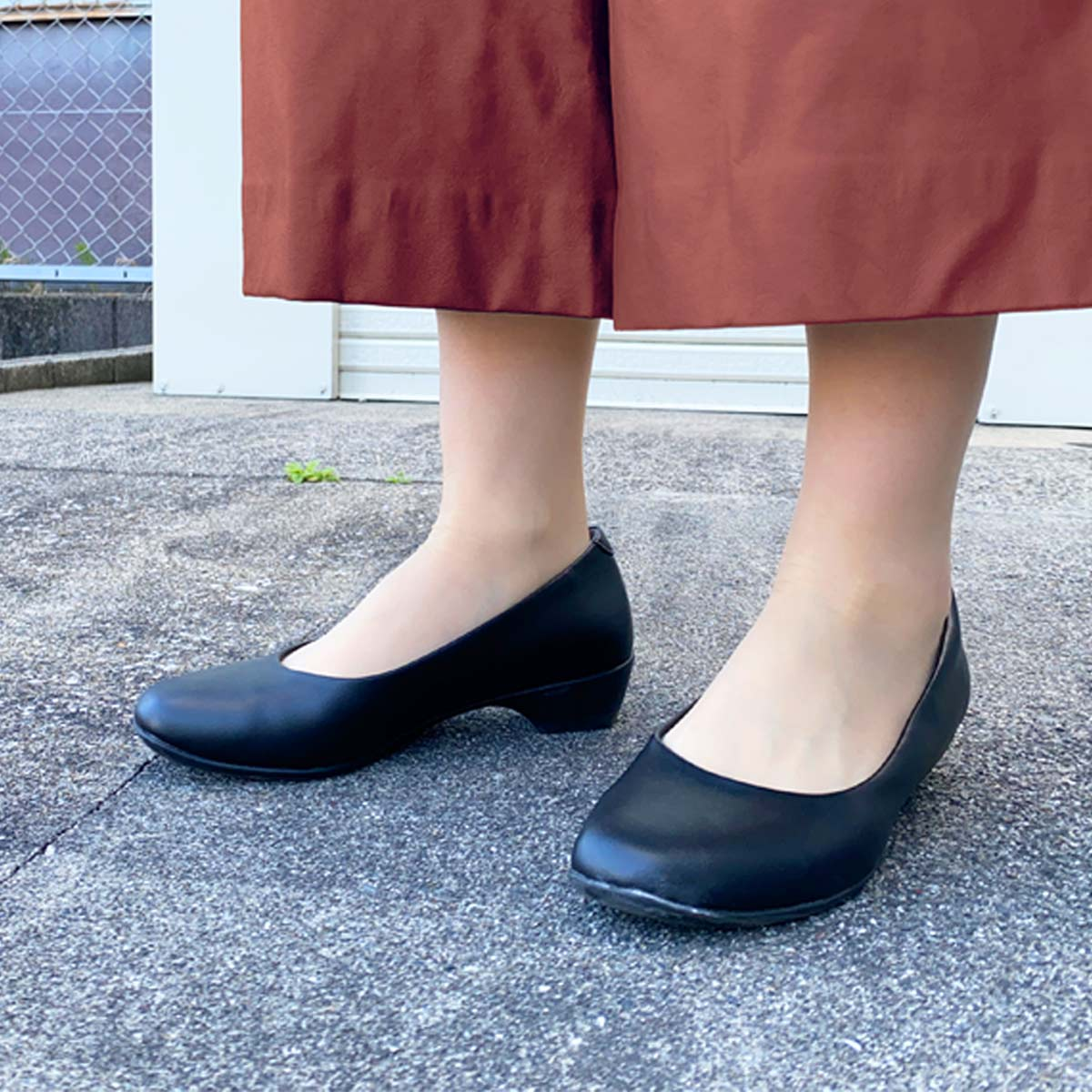 「20km歩けるパンプス」の実力は? 普通の靴と歩き比べてみた!