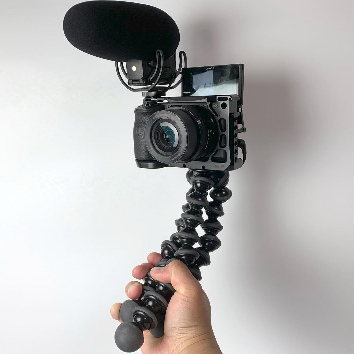 今さら聞けない「Vlog」入門ガイド! カメラやアクセサリーなどをレベル別で徹底解説