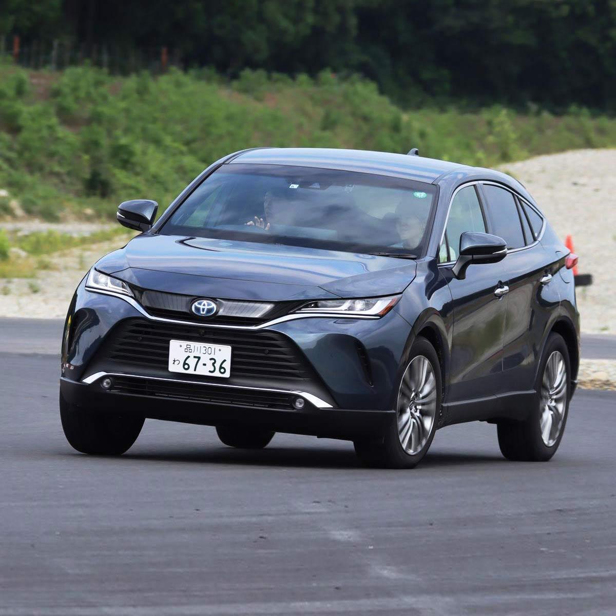 トヨタ 新型「ハリアー」をサーキットで試乗! ハイブリッド「E-Four」の加速が強烈すぎる!