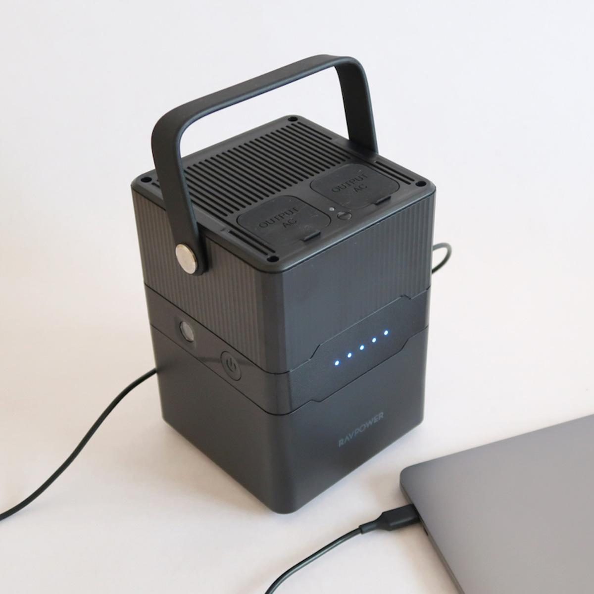 アウトドアで大活躍! 手軽に持ち運びできるRAVPowerの小型ポータブル電源「RP-PB187」