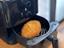 【生活家電】冷えたカレーパンが激ウマに! 「七千円切りノンオイルフライヤー」実力検証