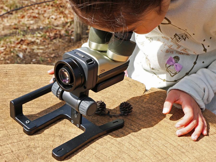 """""""見て&撮れる顕微鏡""""ニコン「ファーブル」を持って子どもと野外観察に出かけよう"""