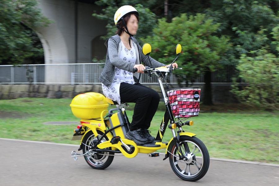 """""""漕げるバイク""""試乗レポ! ペダルが付いた電動スクーター「bycle」ってどんなもの?"""