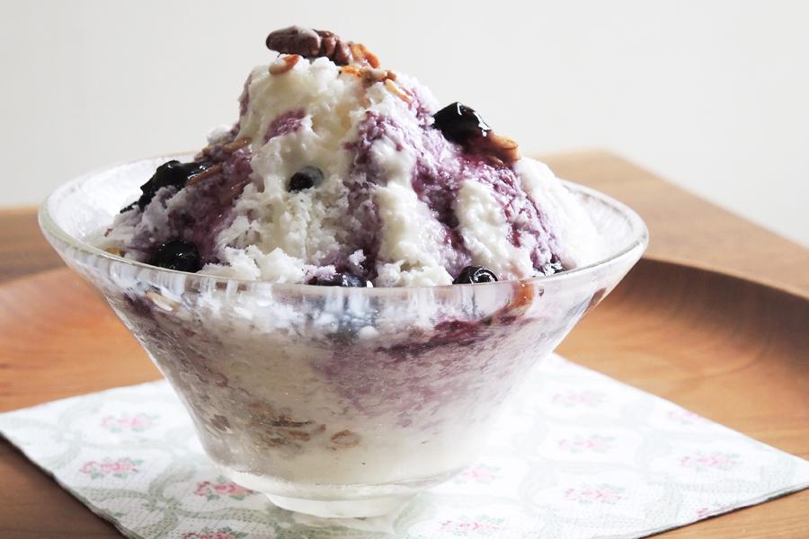 「電動ふわふわとろ雪かき氷器」で作るブルーベリーヨーグルトソースのミルキーかき氷