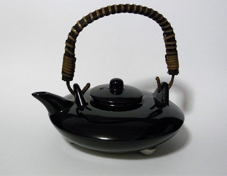 焼酎好きならぜひ手に入れたい、土瓶の「黒じょか」