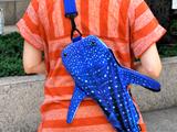 リアルでかわいい、ジンベイザメの形をした「肩掛けバッグ」