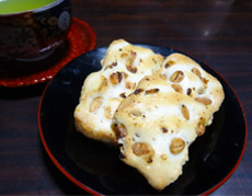 大豆ともち米が生きている。サックリ&ふんわりの塩味おかき