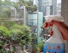 窓にシュッ! するだけで暑さが和らぐ魔法のスプレー