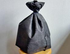 「炭でできた衣装袋」で、カンタン清潔衣替え!