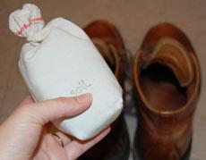 """""""珪藻土""""と""""炭""""の力で靴のジメジメと臭いを撃退!"""