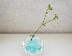 野花のための小さい花器「ミチクサ」がかわいい♪