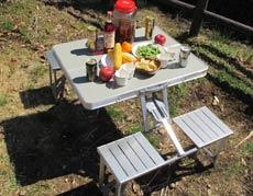 BBQには、組み立てが簡単なテーブルとイスのセットが必須!