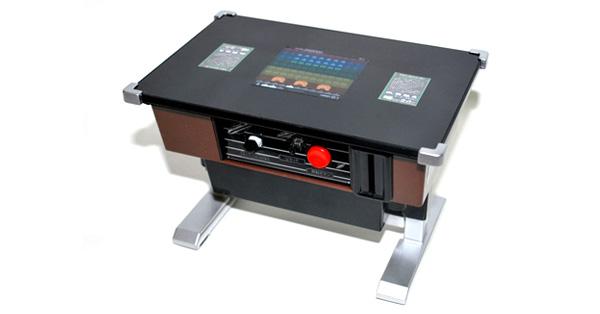 懐かしの「インベーダーゲーム」が遊べるテーブル筐体型貯金箱