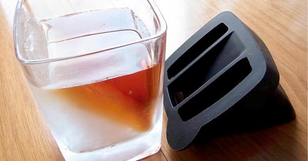 """グラスの中に """"斜めの氷""""。お酒の香りが引き立つ特殊グラス"""