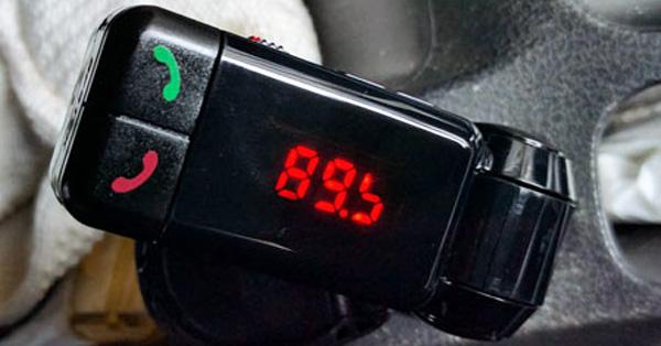 FMを利用するから簡単! 車でスマホの音楽を聴けるガジェット