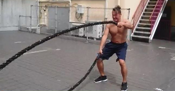 想像以上にキツい! スイングロープで体幹を鍛える方法