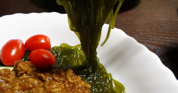 わかめ100%! 緑色の麺「つるつるわかめ」が話題なんです