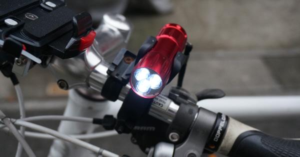 スポーツ自転車乗り御用達! 100円で買えるサイクルライト
