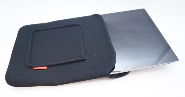伸縮性のあるタブレットケースはキツキツがオススメな理由
