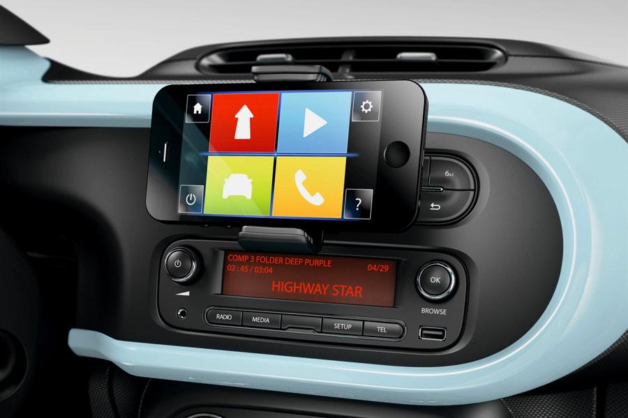 自動車メーカーとIT企業が独自の方法でしのぎを削る「コネクテッドカー」