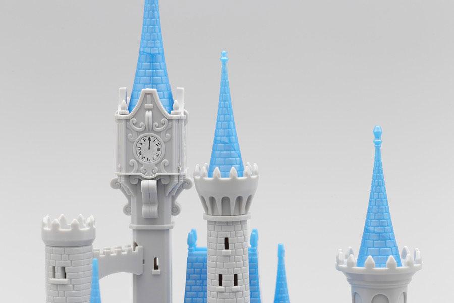 ガラスの靴が見つかる!? ディズニーのシンデレラ城を再現したプラモデル