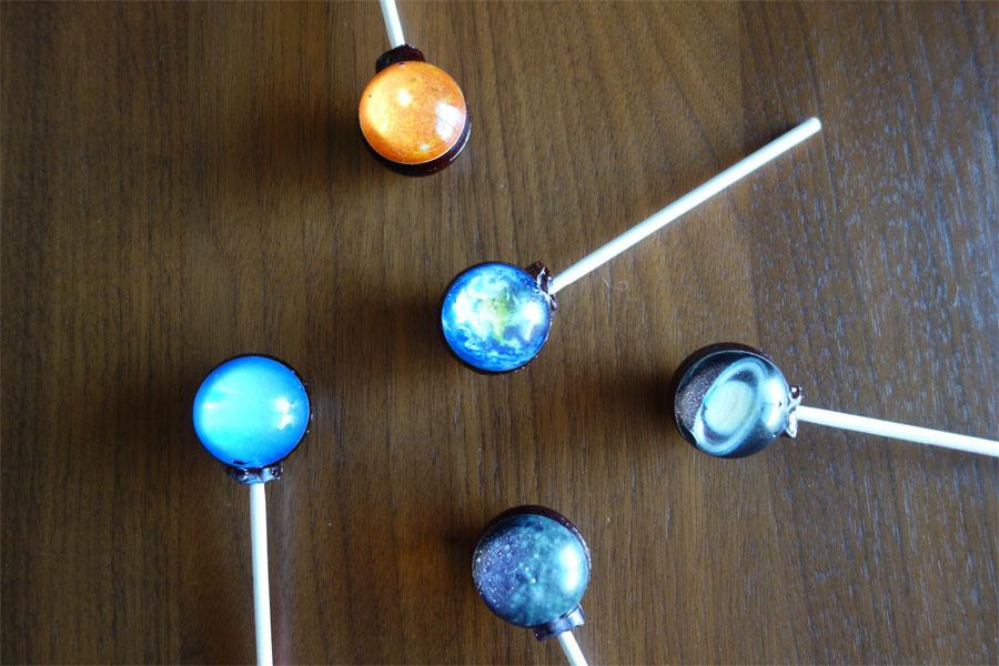 中に惑星を閉じ込めたキャンディが「美しすぎる」と話題沸騰!
