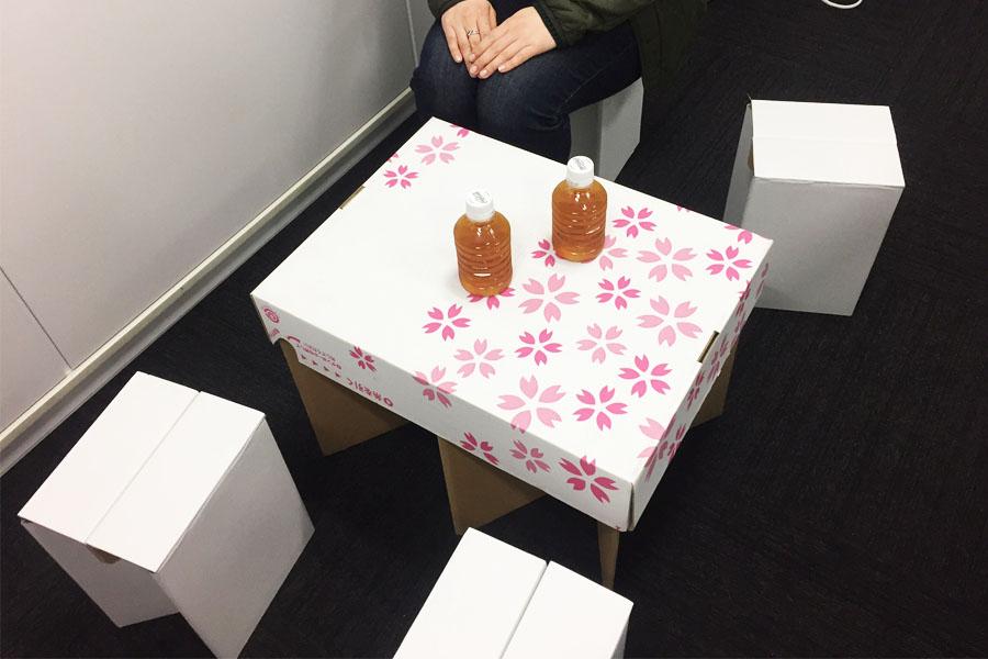 """組み立て1分!""""段ボール製""""のテーブルセットでセレブお花見♪"""