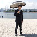 日傘男子デビューに最適な1本はどれ? 選び方と注意点を(真夏のビーチで)徹底検証!