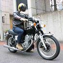 スピードを出さなくてもスポーティーで楽しい! ヤマハ「SR400」の色あせない魅力