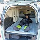ワークマンの防寒着は寝袋代わりになる? ドラマ「絶メシロード」のロケ地で車中泊してみた!