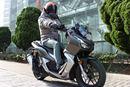 乗りやすくて楽しいヤツ! 150ccクラスのアドベンチャー系スクーター「ADV150」の人気に納得