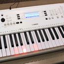 """ヤマハが8年ぶりに""""鍵盤が光るキーボード""""発表! 楽器メーカーらしいレッスン機能満載"""