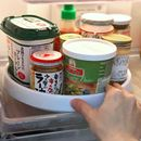 """冷蔵庫の中でクルクル回る♪ 奥のものが取り出しやすくなる""""回転台""""が便利!"""