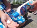 世界初!クラゲに99.9%刺されない不思議な日焼け止めを発見