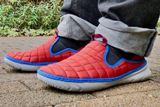 合法的にかかとを踏める!? 履き心地最高な「紐のないスニーカー」