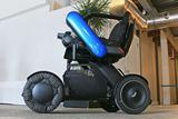 電動車椅子とは異なる移動手段!出かけたい気持ちにさせてくれる近距離モビリティ「WHILL Model C2」